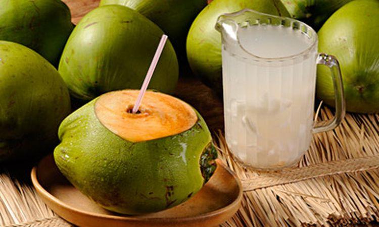 AVISO: Esto es Todo lo que le Pasa a tu Cuerpo Cuando Bebes Agua de Coco con el Estomago Vacío.